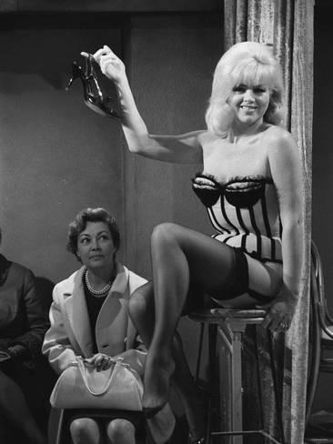 diana-dors-october-1968-actress_a-G-4162653-4990875.jpg